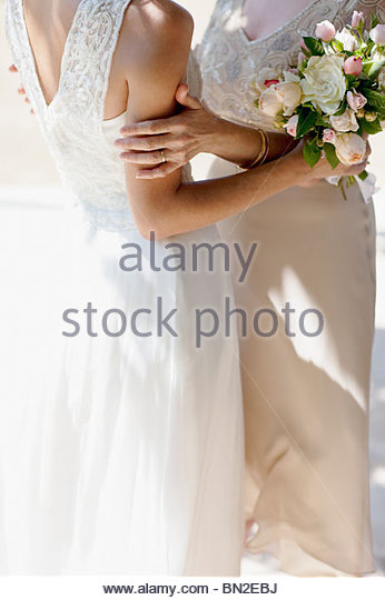 Mother hugging bride on wedding day - Stock Image