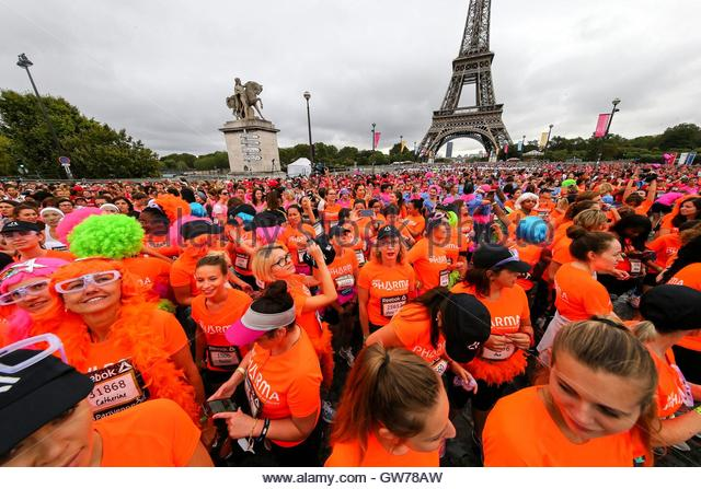 Paris, France. 11th Sep, 2016. Thousands of women wait for the starter to run La Parisienne race in Paris on September - Stock Image