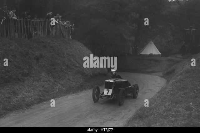 MG C type of Barbara Skinner competing in the Shelsley Walsh Hillclimb, Worcestershire, 1935. Artist: Bill Brunell. - Stock Image
