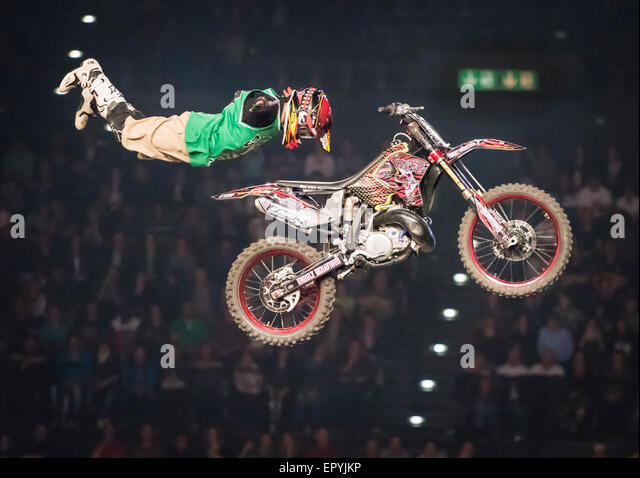 Zurich, Switzerland. 22nd May, 2015. Spectacular high FMX jumps at 'Masters of Dirt' freestyle motocross - Stock-Bilder