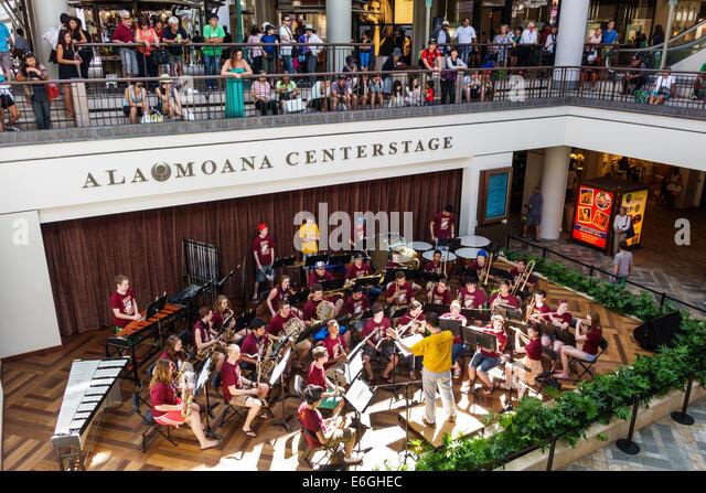 Hawaii Oahu Hawaiian Honolulu Ala Moana Center centre mall shopping centerstage high school band orchestra student - Stock Image