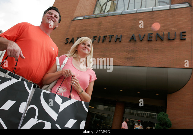 Ohio, Cincinnati, Saks Fifth Avenue, couple, shopping bags, department store, - Stock Image