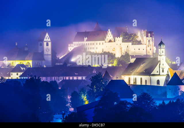 Misty night in Fussen, Germany. - Stock-Bilder