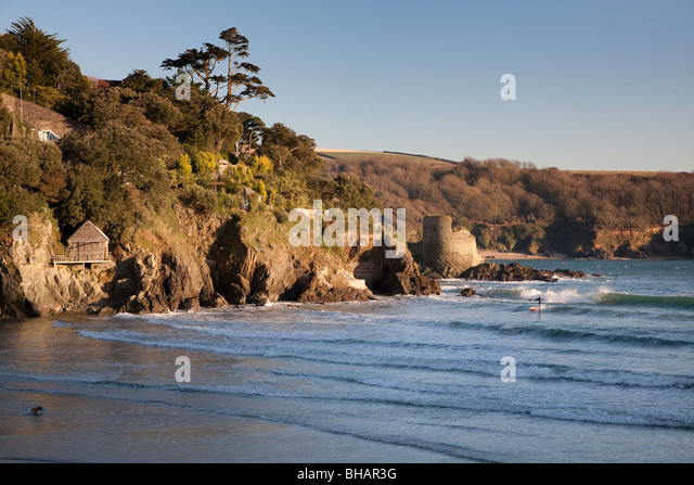 SURFING AT BAY WITH CASTLE NR SALCOMBE DEVON UK IN WINTER - Stock Image