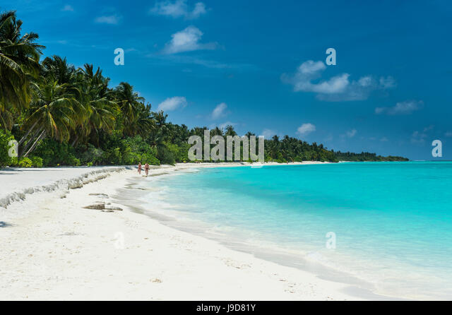 White sand beach and turquoise water, Sun Island Resort, Nalaguraidhoo island, Ari atoll, Maldives, Indian Ocean, - Stock Image