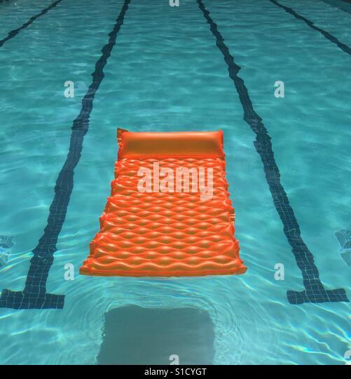 Orange Float in Pool - Stock-Bilder