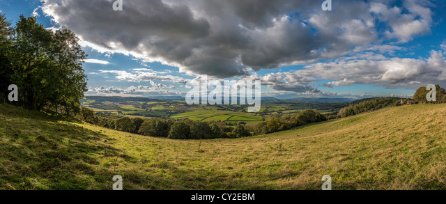 VIEW OVER THE VALE OF USK , MONMOUTHSHIRE, WALES UK WITH CUMULUS CLOUDS LOOKING WEST - Stock Image