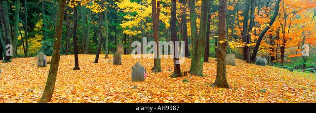 Noah Phelps grave in Revolutionary War cemetery in Autumn Austerlitz NY - Stock Image