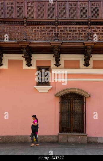 South America, Latin America, Peru, Lima, Historic center, woman walking in historic area - Stock Image