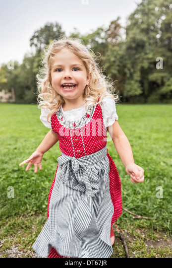 Portrait of young girl in traditional Bavarian costume - Stock-Bilder