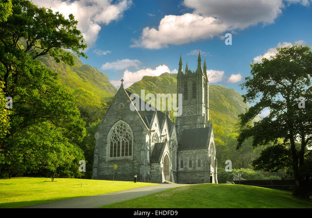 Gothic Church, Mary Henry's Memorial at the Kylemore Abbey. Connemara region, ireland - Stock-Bilder