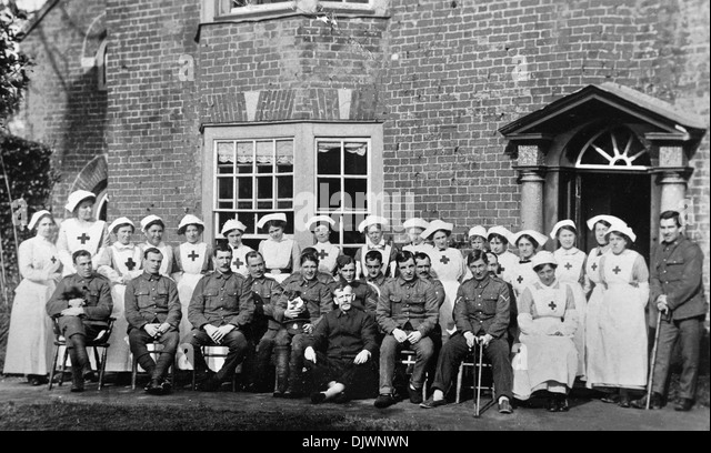 First World War, 1916, wounded British army soldiers and nurses in English country house converted and used as hospital, - Stock Image