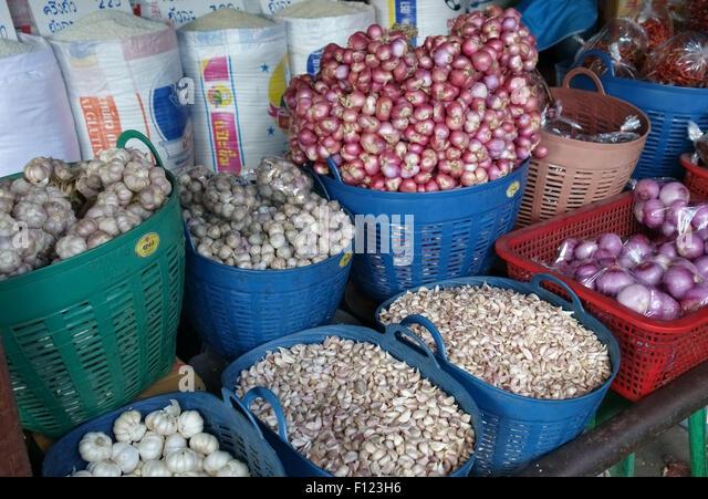 Onions, garlic, shallots in a Bangkok food market, Thailand - Stock Image