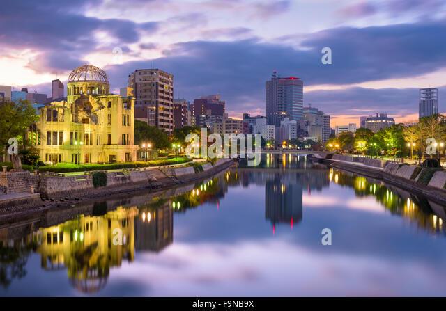 Hiroshima, Japan skyline at the Atomic Dome and Peace Memorial Park. - Stock-Bilder