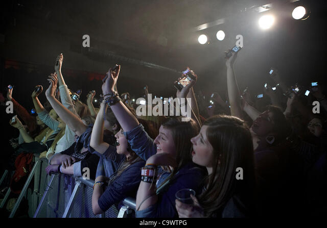 the crowd waving camera phones at the Tyler Ward gig at the Speakeasy Queens University Belfast Students Union Sunday - Stock Image