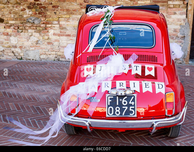 Just Married written on the rear of a red Fiat 500, San Gimignano, Tuscany, Italy - Stock Image