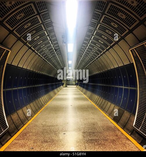 An empty tunnel - Stock-Bilder