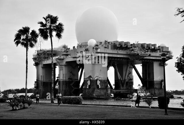 The Sea-based, X-band Radar (SBX 1) departs Pearl Harbor, 2013. Image courtesy Daniel Barker/US Navy. - Stock Image