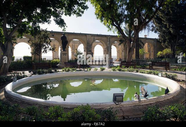 Pond and arches in the Upper Barrakka Gardens, Valletta, Malta - Stock Image