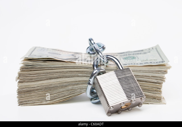 USA, Illinois, Metamora, Chained up stack of US money - Stock-Bilder