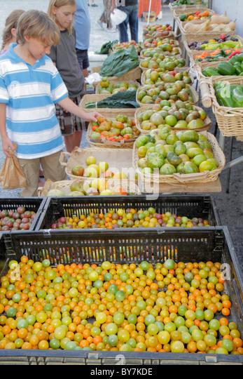 Tennessee Chattanooga Main Street Farmers Market sustainable food seasonal locally grown produce vegetables organic - Stock Image