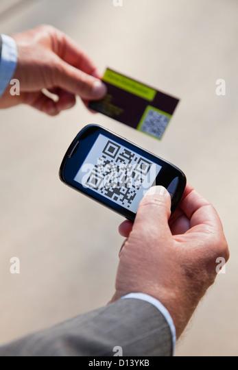 USA, Illinois, Metamora, Man using smart phone device - Stock Image