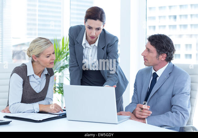 Business people using laptop - Stock Image