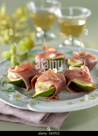 Green figs with Brie and raw ham - Stock Image