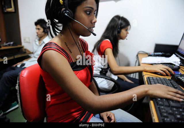 South Asia INDIA Kolkata Calcutta , young women work in call center calling US or UK customer - Stock Image