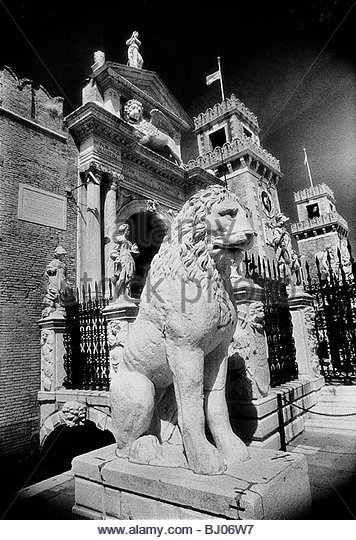 Lions outside tne gates of the Arsenale, Venice, Italy - Stock-Bilder