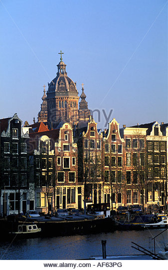 Netherlands Amsterdam Houses by canal with houseboats - Stock-Bilder