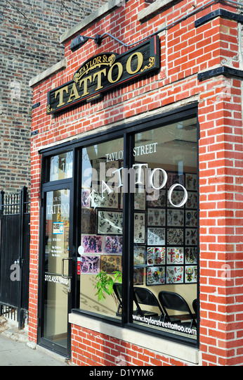 Window shop chicago stock photos window shop chicago for Tattoo shops in illinois