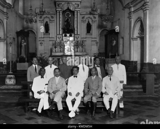 Revolutionary leaders marking the 30th anniversary of the Philippine Republic in 1929. Emilio Aguinaldo (seated, - Stock Image