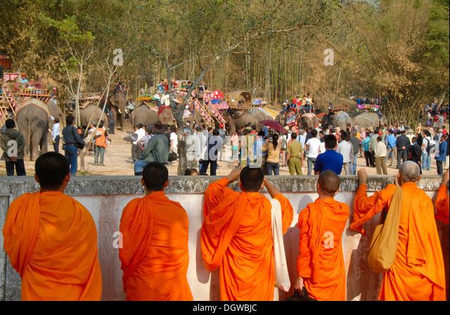 Theravada Buddhism Monks Stock Photos & Theravada Buddhism ...