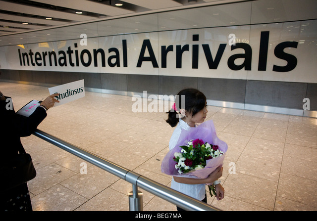 Awaiting loved-ones in International Arrivals concourse at Heathrow's terminal 5. - Stock-Bilder