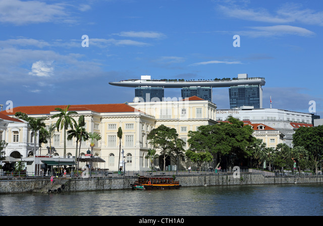 The Asian Civilization Museum building on the Singapore River with the Marina Bays Sands in the background. - Stock Image