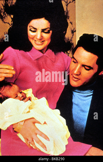 ELVIS PRESLEY PORTRAIT WITH PRISCILLA PRESLEY, LISA MARIE PRESLEY ELV 051 - Stock Image
