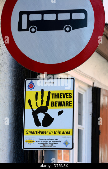 WARNING TO THIEVES ON ROAD SIGN IN ENGLAND.  UK - Stock Image