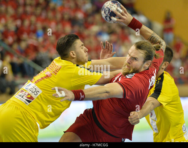 Pilsen, Czech Republic. 05th Nov, 2016. From left: Filip Kuzmanovski of Macedonia and Pavel Horak of Czech in action - Stock Image