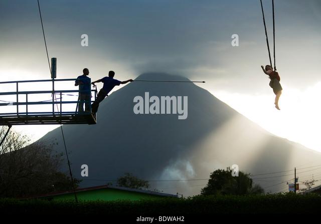 A sky crane catapult in action in La Fortuna. Bungy jump retrieval - Stock-Bilder