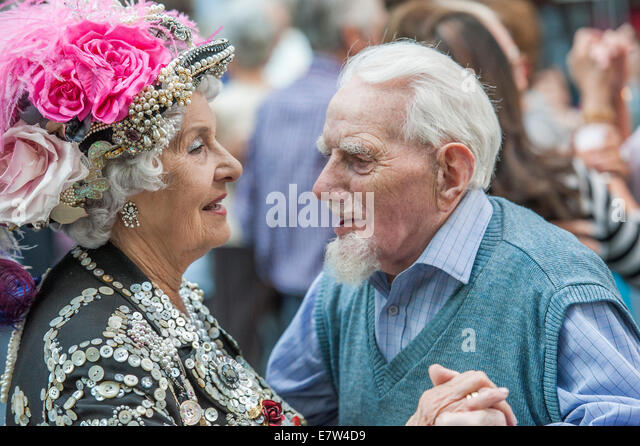 London, UK. 24th September, 2014. A Pearly Queen leads the last Spitalfields Tea Dance of 2014 - with music by the - Stock Image