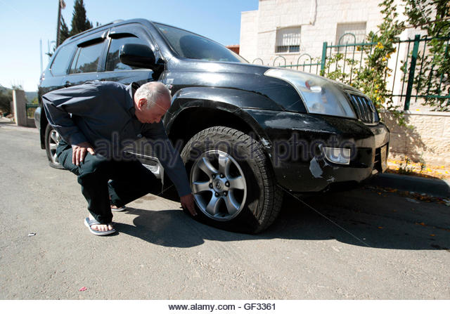 how to fix a punctured car tyre