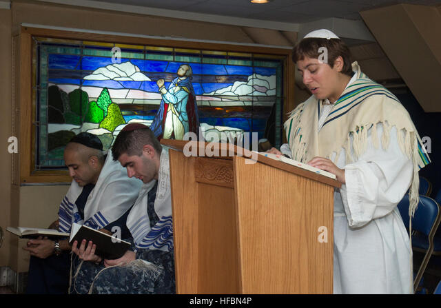 PACIFIC OCEAN (Sept. 25, 2012) Lt. j.g. Yonina Creditor, from Richmond, Va., a Jewish chaplain embarked aboard the - Stock Image