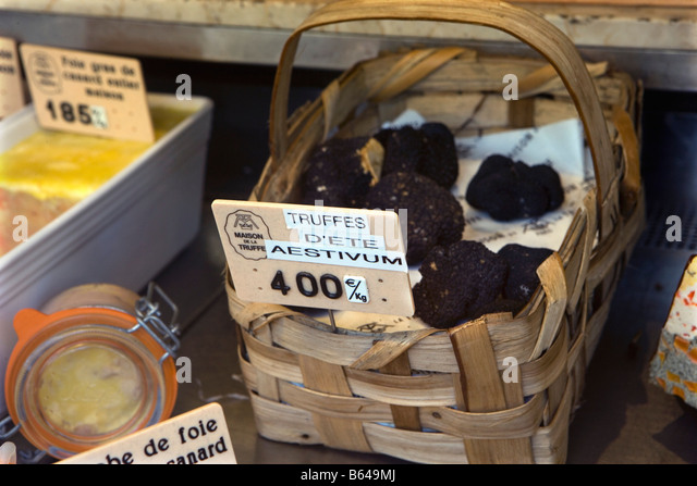 France, Paris, Deli, shop selling delicacies. Shop-window. Truffles - Stock Image