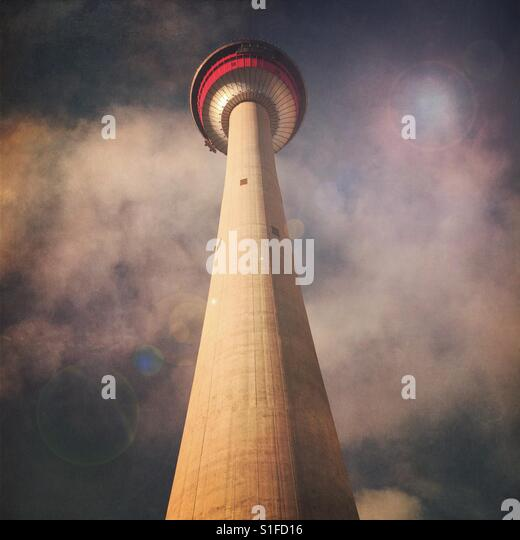 Looking up at the iconic Calgary Tower - Stock-Bilder