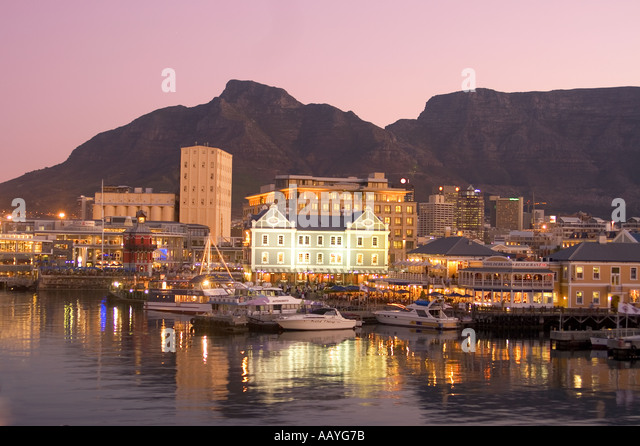 south africa cape town Victoria Albert waterfront sunst table mountain - Stock Image