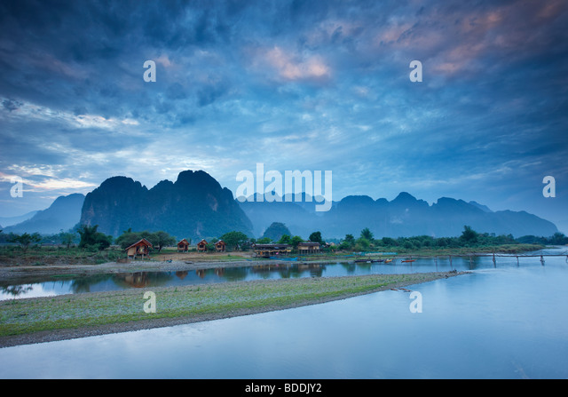 dawn over the mountains and Nam Song River at Vang Vieng, Laos - Stock-Bilder