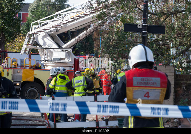 Hounslow, London, UK. 28th October 2013. Gas workers work to isolate gas mains at the scene of a explosion which - Stock Image