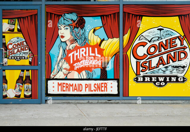Old fashioned signs on the exterior of the Coney Island Brewing Company, a bar that specializes in craft beers, - Stock-Bilder