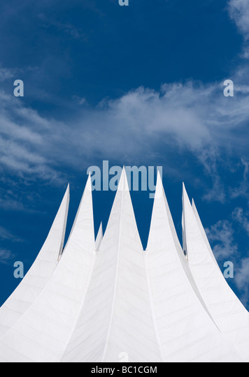Detail of the dramatic white roof of the Tempodrom concert hall in Berlin - Stock Image